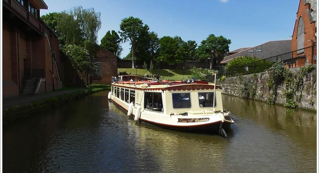 Reaching Roman parts of Chester that other transport does not have the privilege to reach. Relax and enjoy the historic views as we guide you through the history of the Shropshire Union canal.